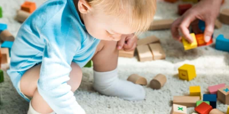 child playing, how to keep kids busy