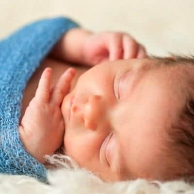 4 Clever Tips for Swaddling Your Baby at Night