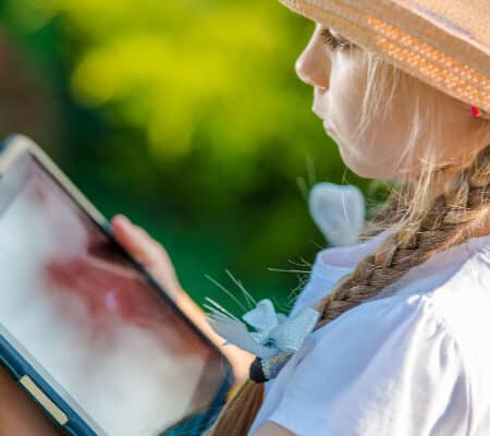 Avoid Summer Screen Time Battles In 4 Steps (Printable Included!)